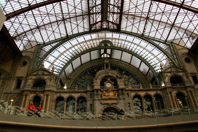 Do Re Mi at Antwerp Station