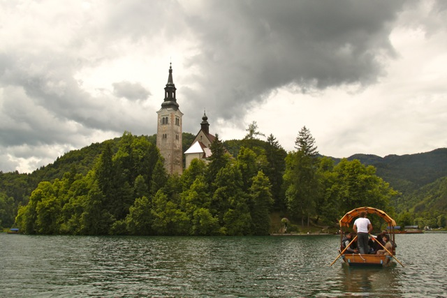 Lake Bled: gondolas, gorgeous gondoliers and a church